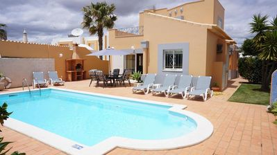 3 bedroom Villa, quiet place very close to taxi stop in Galé , internet free