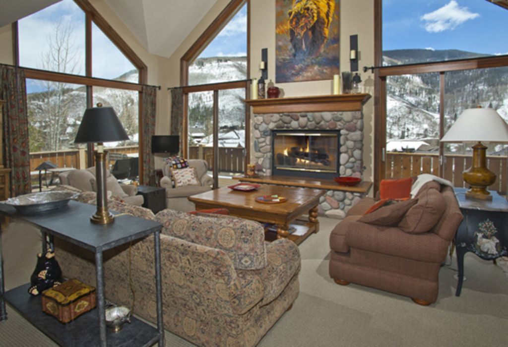 This gorgeous 5 bedroom home with mountain vrbo for Living on a mountain