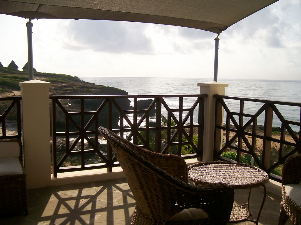 Penthouse apartment fantastic 3 bedroom penthouse for Balcony overlooking ocean