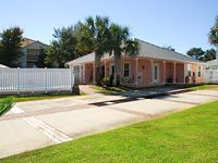 Book your Fall Vacation Now Great Rates! Pvt Pool, Close to Beach, Pets GolfCart