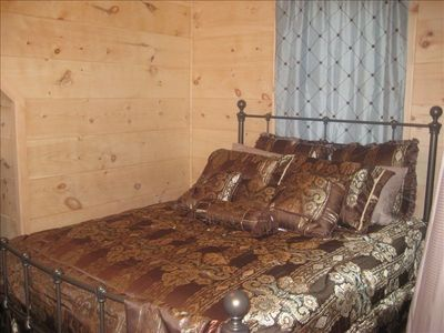 Black Mountain cabin rental - Guest bedroom with Queen Bed