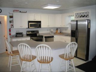 Moneta cottage photo - Open Kitchen with Breakfast Bar