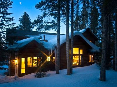 This is a wonderful home for your winter vacation. Close to Peak 8 Ski base.