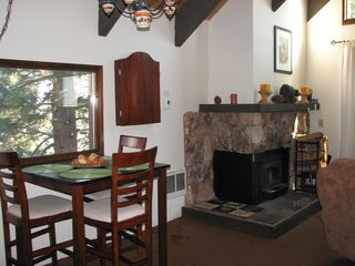 Mammoth Lakes condo photo - Dine while watching the birds in the trees