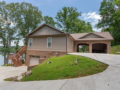 It's football time in TN! Knoxville area lakehouse is the perfect location