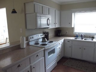 Jekyll Island house photo - Kitchen with breakfast bar