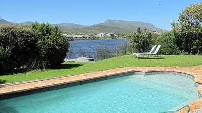 Beautiful Modern Villa Sleeps 6 (3 Bedrooms) With Private Pool And Jetty To Lake