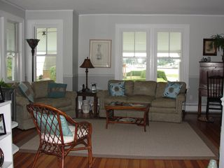 Jamestown (Conanicut Island) house photo - Comfotable, spacious living area