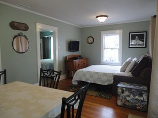 Anaheim cottage photo - New Central Heating and Air Conditioning. Time Warner TV in both bedrooms.