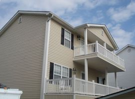 Beautiful 2 story beach house close to the ocean, pools, lake and store!