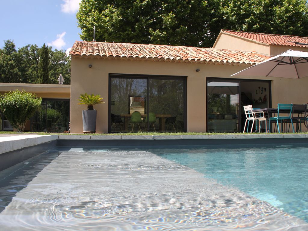 Design house with pool 15km from aix en provence 1378547 for Camping a aix en provence avec piscine