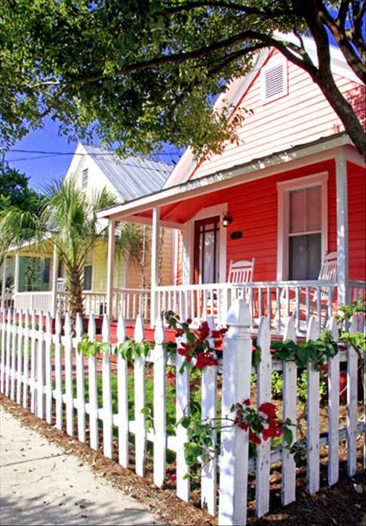Historic Ybor City -Take Trolley to Downtown Tampa - 2 BR/1BA