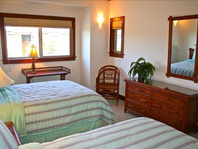 Mauna Lani townhome rental - Third bedroom on 2nd floor. 2 full size beds with attached full bathroom.