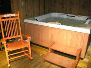 Private, 4 person Hot tub waiting for you. (Ask us about our SANITARY PRACTICES)