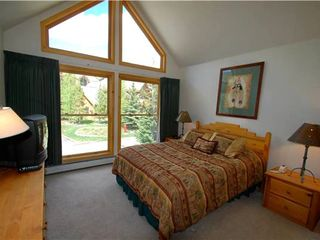 Keystone townhome photo - Sunny Master Bedroom with Large Windows