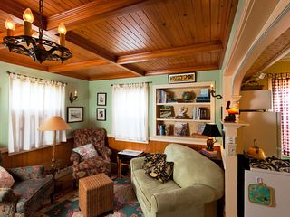 Santa Cruz cottage photo - Several book niches with local history and places where the locals go to dine