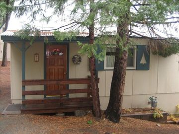 Strawberry cabin rental - Front of Cabin-Easy access from Parking Area