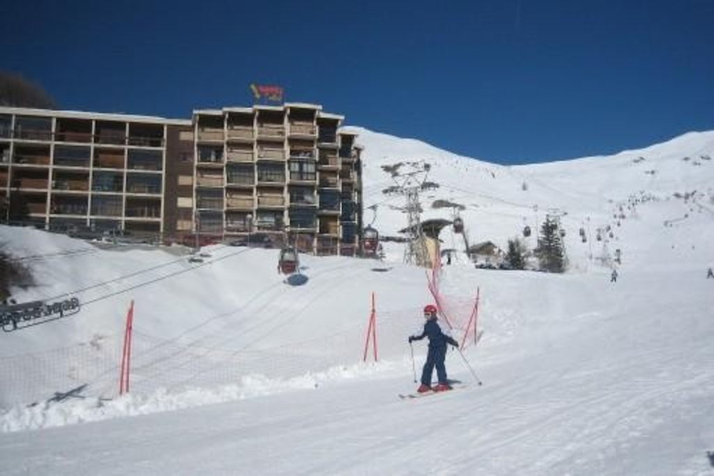 True slopes with panoramic views of the resort. Garage box Skiing