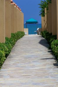 Cabarete condo rental - Walkway to beach a minutes walk for your door!