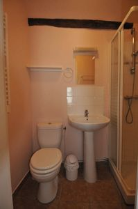 Benedictine Suite bathroom with heated towel rack for bedroom with single beds.