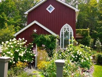 Woodstock cottage rental - Welcome to Woodstock Haven: lush gardens and total privacy.