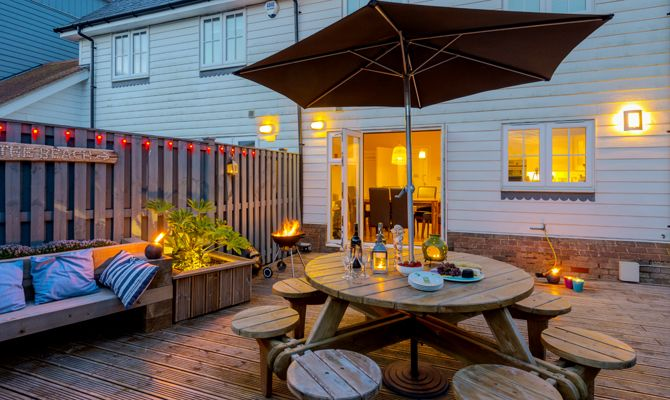Garden Walk Dining: The Rock: Sky TV, Superfast Broadband & Only 5 Mins Walk