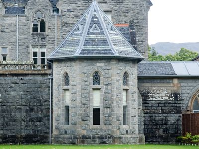 Spectacular, romantic accommodation at abbey on the shores of Loch Ness!