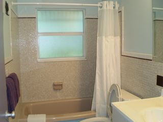 Little Torch Key house photo - 3 piece bathroom (with hair dryer), shared by the queen and twin bedrooms.