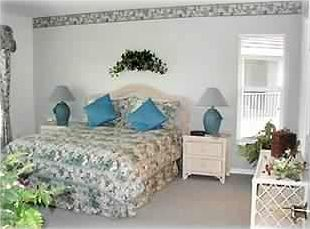 Master Bedroom, Queen Size Bed with Large Master Bath