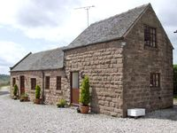 CURLEW BARN, family friendly, with hot tub in Ipstones, Ref 3596