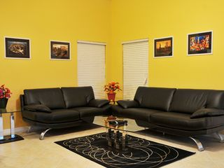Hampton Lakes villa photo - Italian Leather Sofa