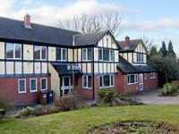 WEST END LODGE, pet friendly, with a garden in Briston, Ref 9946
