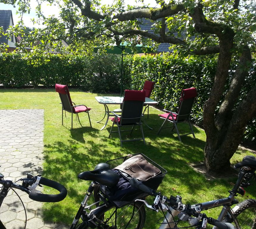 5 ***** apartment on (cycling) trail, lake, forest, excl. Aussttg, very clean. NO,