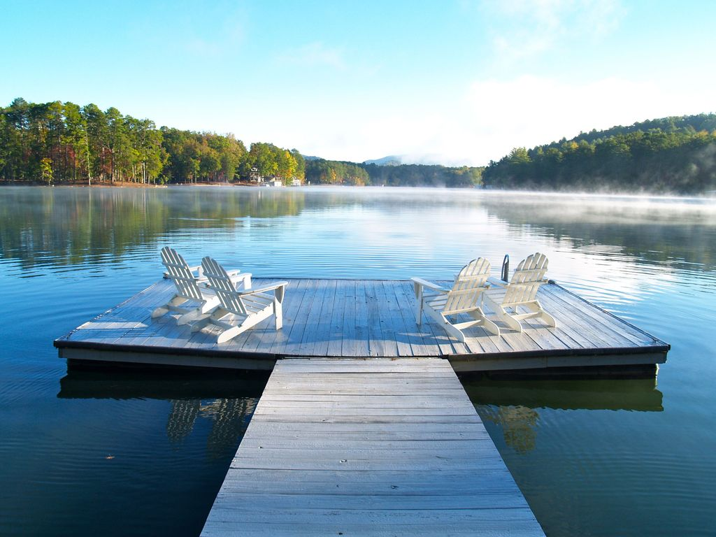 Welcoming Family Retreat Steps From The Lake Vrbo