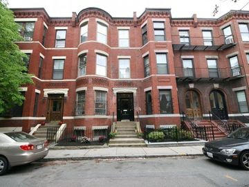 Boston house rental - Front of Brownstone - Summertime in Boston