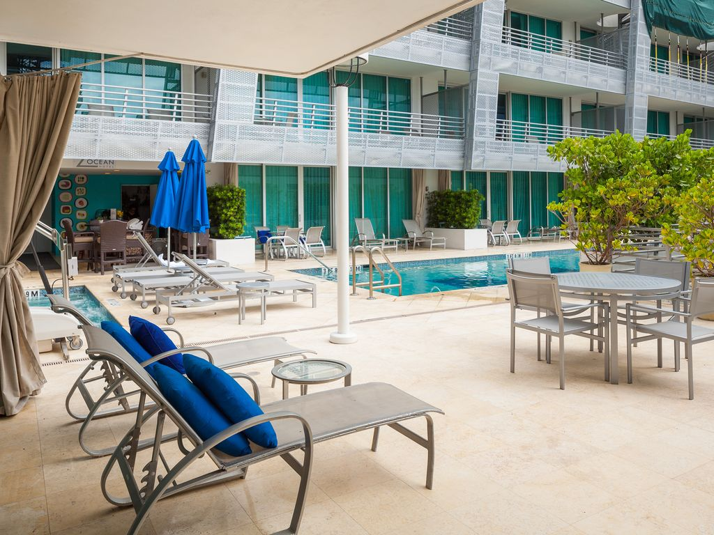 Ultra Luxury Modern 700 SF Suite w Pool Deck VRBO