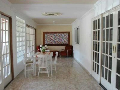 Holiday House with Pool in Bertioga, 200 meters from the beach