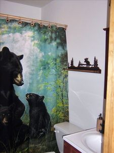 No Hunting Please!!!! 2nd Floor Full Bear Themed Bath With Tub And Shower!!!!!!