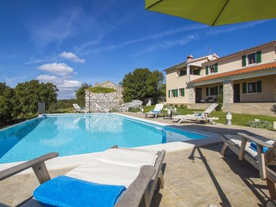 An attractive villa for 7-8 people with a private swimming pool and sea view.