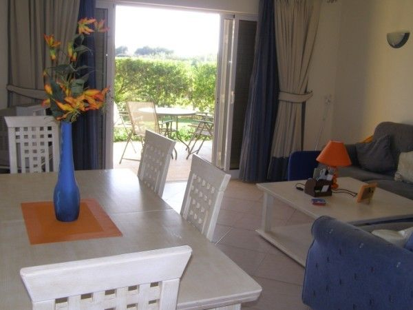 LARGE 2 BEDROOM APARTMENT WI-FI PLUS ENGLISH TV CHANNELS  END AUG 6 NIGHT OFFER
