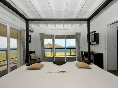 From the bed : With this gorgeous panorama that you will wake up in the morning