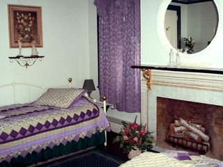 Paradise house photo - 2nd floor-Lavendar-Mint Room Daybed