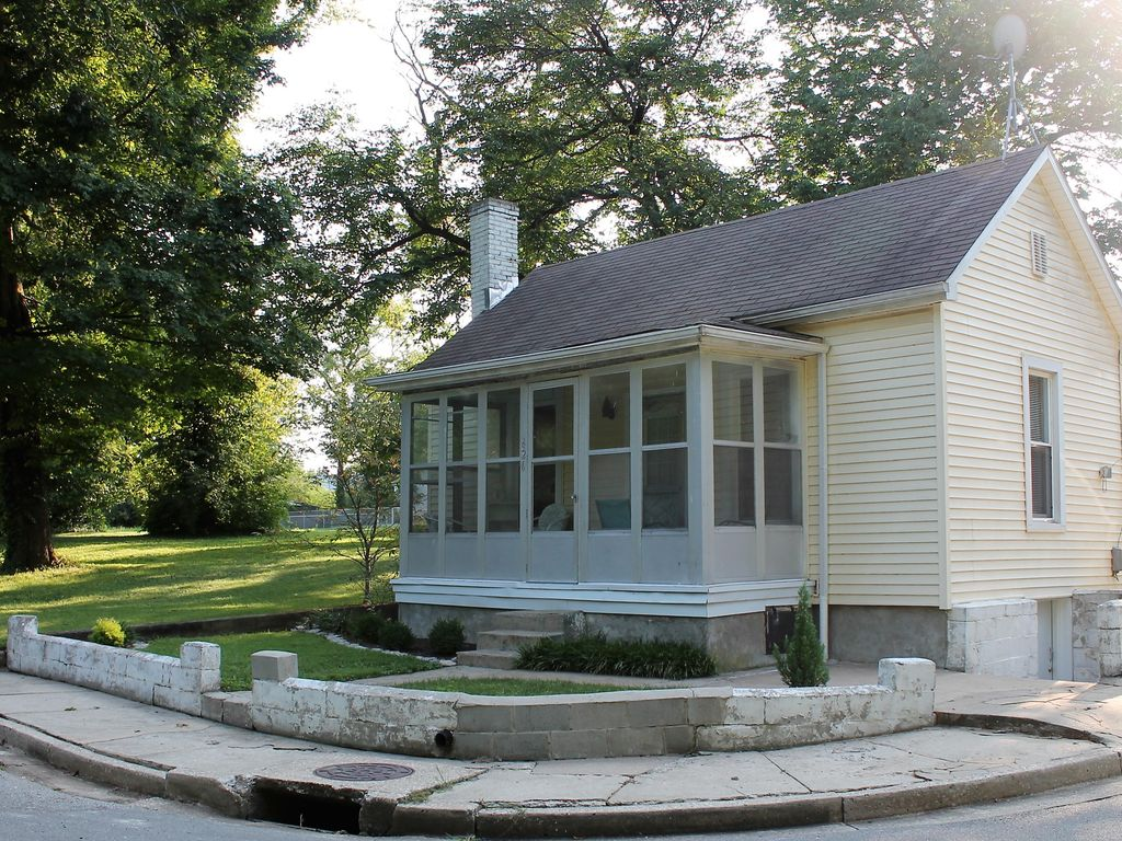 Quaint and Cozy Cottage in the Heart of Bardstown