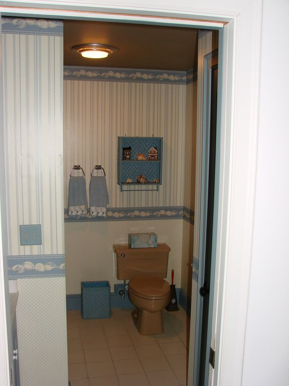Full Upstairs Bathroom