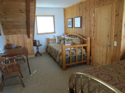 Al Tahoe cabin rental - Twin trundle & king bed, cable TV, dvd player, alarm radio, views of Lake Tahoe!