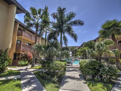 Ground Floor, Beachside Condo, Steps from pool & beach, tropical retreat