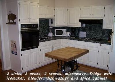 The kitchen has 2 sinks, 2 ovens, 2 stoves and more. Cooks paradise with spices!