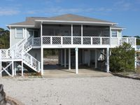 Great Gulf View, Large Screened Porch, Steps to the Beach, Pet Friendly, Roomy