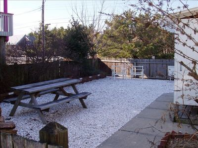 Front yard with picnic table