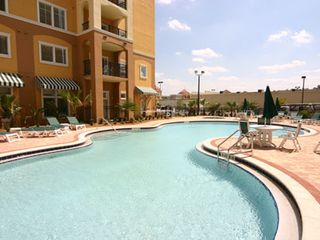 Lake Buena Vista condo photo - Another big heated pool.